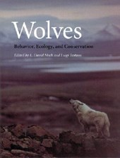 Wolves : behavior, ecology and conservation