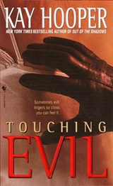 Touching Evil | Kay Hooper |