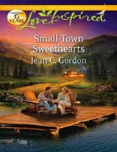 Small-Town Sweethearts (Mills & Boon Love Inspired)