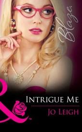 Intrigue Me (Mills & Boon Blaze) (It's Trading Men!, Book 6)