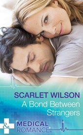 A Bond Between Strangers (Mills & Boon Medical) | Scarlet Wilson |