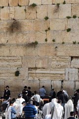 Praying at the Wailing Wall in Jerusalem, Israel | Unique Journal |