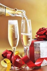 Celebrating Christmas with Champagne | Unique Journal |