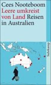 Leere umkreist von Land