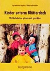 Kinder unterm Blätterdach