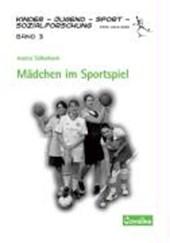 Mädchen im Sportspiel