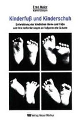 Kinderfuß und Kinderschuh
