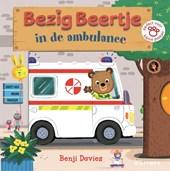 Bezig Beertje Bezig Beertje in de ambulance
