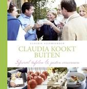 Claudia kookt buiten