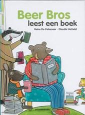 Beer Bros leest een boek