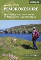 Walking in Pembrokeshire | Dennis Kelsall ; Jan Kelsall |