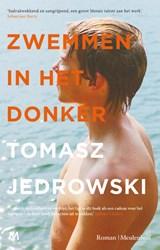 Zwemmen in het donker   Tomasz Jedrowski  