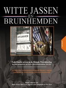 Witte Jassen & Bruinhemden